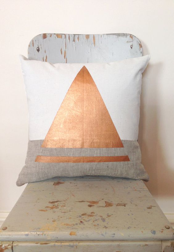 Cuivre coussin triangle
